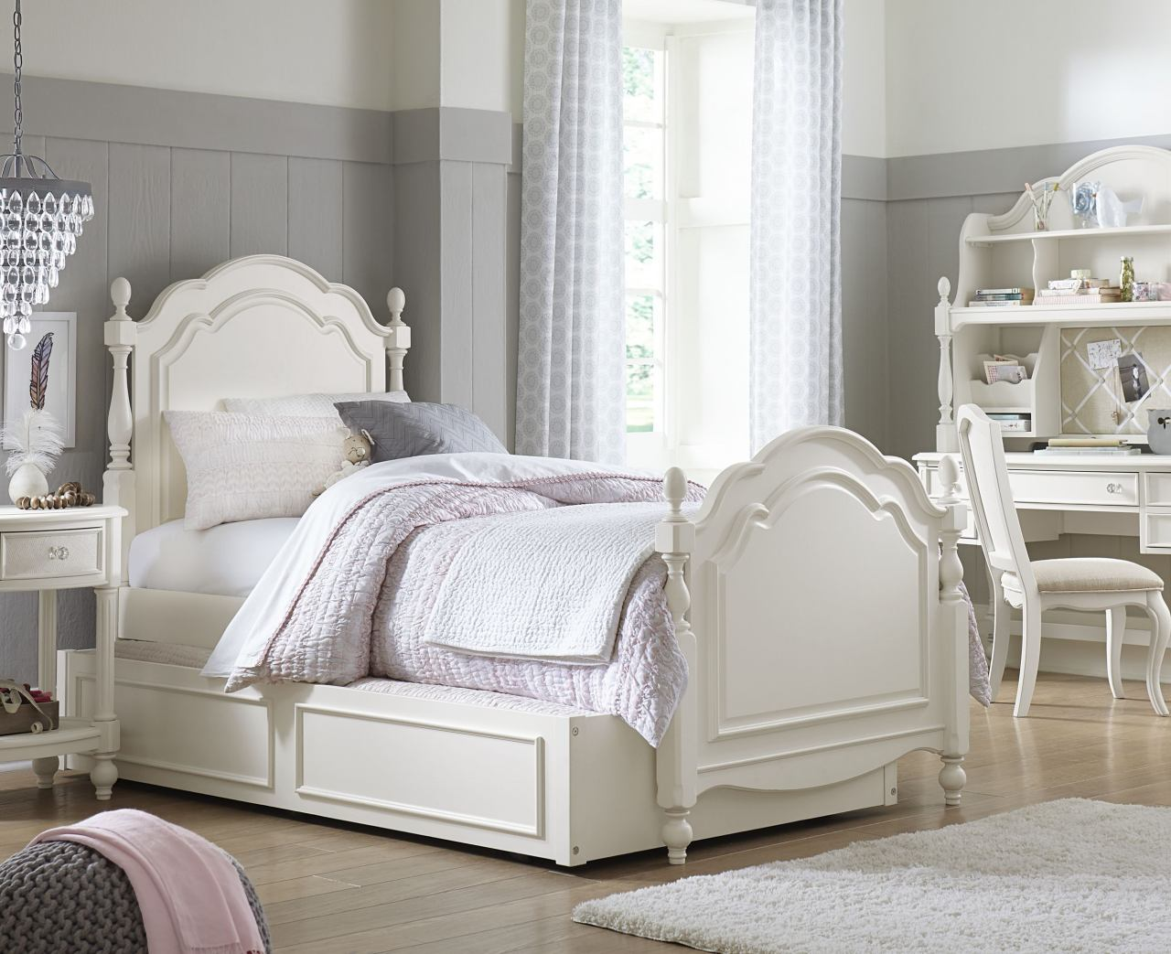 Legacy Classic Kids Harmony 4 Piece Summerset Low Post Bedroom Set in Antique Linen White