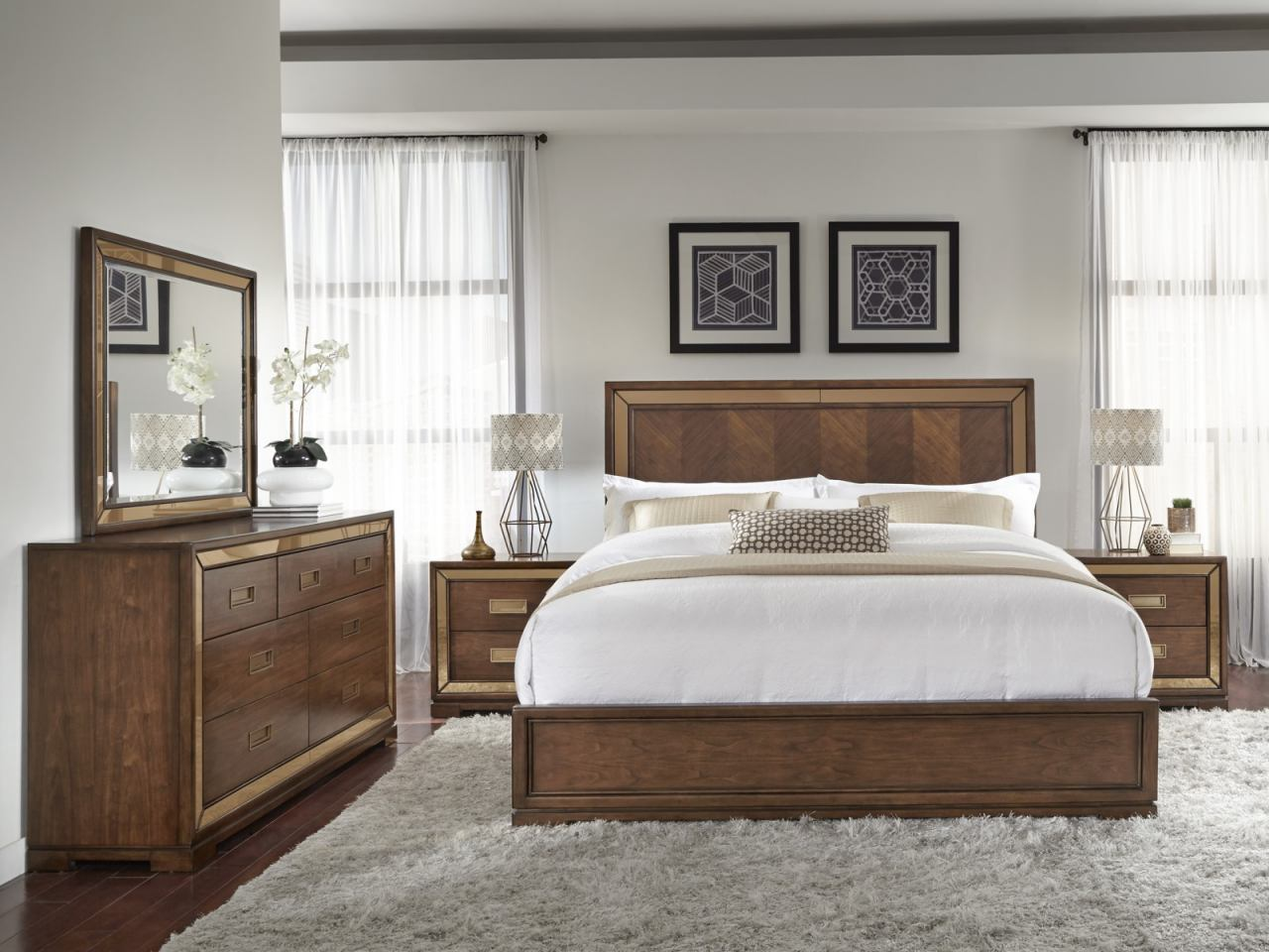 Pulaski Chrystelle Panel Bedroom Set in Cognac