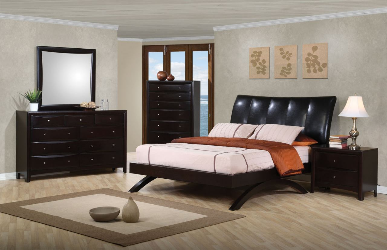 Coaster Phoenix Platform Bedroom Set in Cappuccino 300356