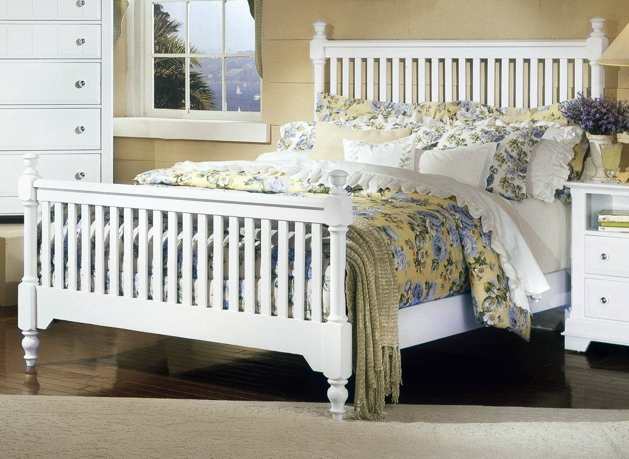 All-American Lodge Collection California King Slat Poster Bed in Snow White