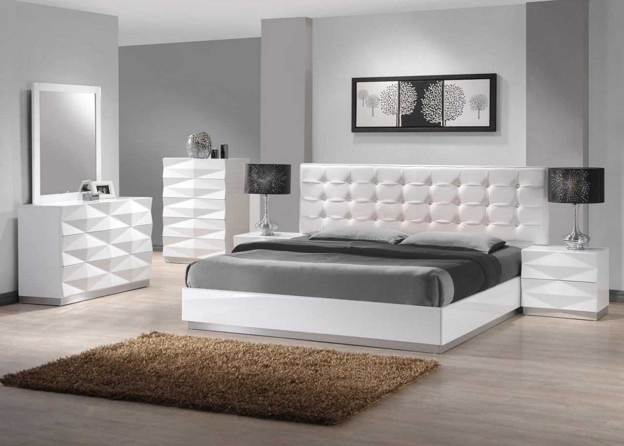 J M Verona Platform Bedroom Set In White Lacquer