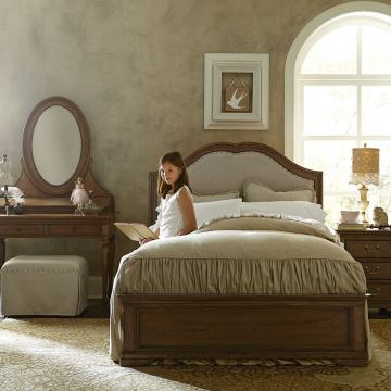 Legacy Classic Kids Danielle 4-Piece Upholstered Platform Bedroom Set in French Laundry