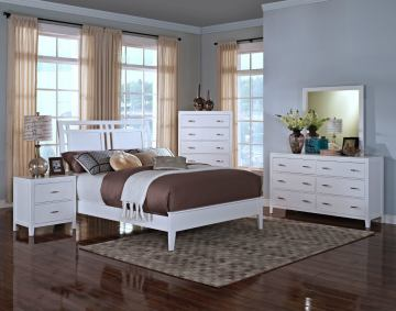 New Classic Selena Sleigh Bedroom Set in White