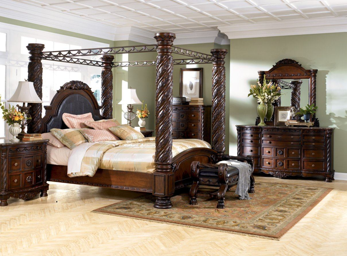 North Shore Canopy Bed Set SALE