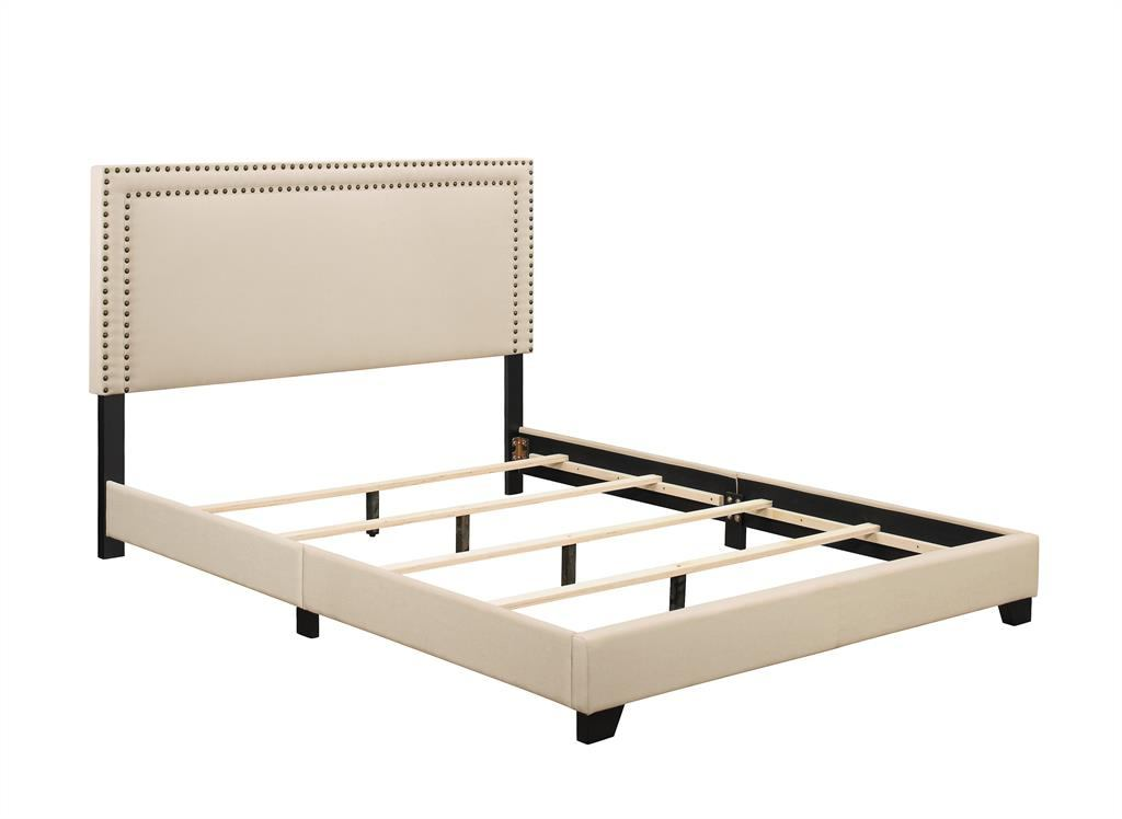 Pulaski Queen Upholstered Bed in Cream DS-A123-290-104