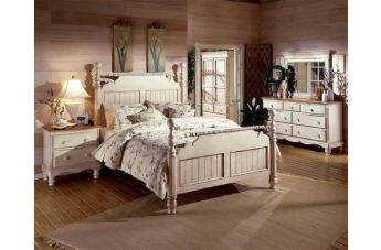 Hillsdale Wilshire Poster Bedroom Set in Antique White