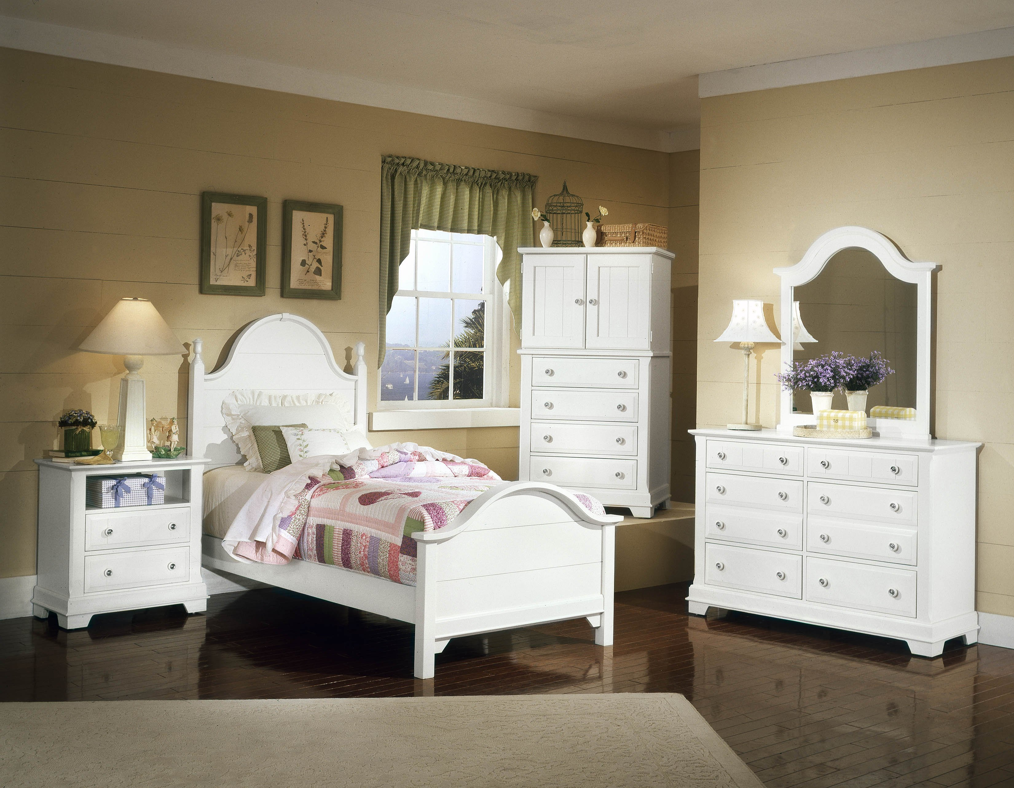 Vaughan-Basset Cottage Collection Panel Bedroom Set in Snow White